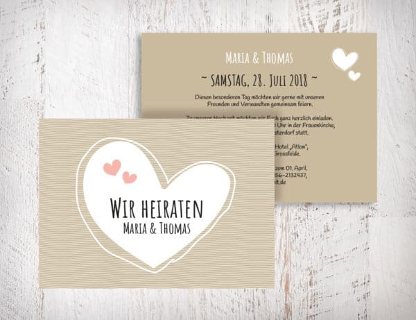 Hochzeitseinladungen beige - Maria mit Herzen auch in blush, grün, violett erhältlich. Die Hochzeitseinladungen Maria mit Herzen gibt es in 4 Farben. Gestalte deine Einladungskarten in drei einfachen Schritten in unserem Designertool fertig. | starhochzeit.de