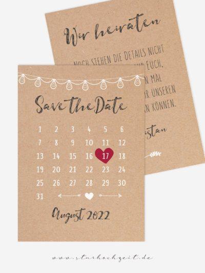 Vorderseite: Mit der schönen Save the Date Karte in Natur Kraftpapier Optik und einem Kalender mit verschiebbarem rotem Herz als Markierung des Datums kannst du deinen Hochzeitsgästen den Hochzeitstermin frühzeitig mitteilen. Die zarte weise Lichterkette deutet auf die Feier dezent hin. | starhochzeit