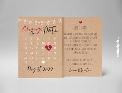 Change-the-Date Karten – Kalenderherz – Vorderseite der Karte mit rot/schwarzem Kalligrafie-Schriftzug